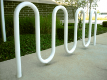 Wave/serpentine bike rack